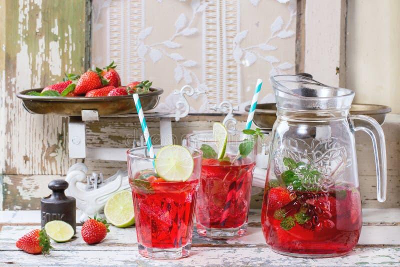 Erdbeerlimonade stockfotos