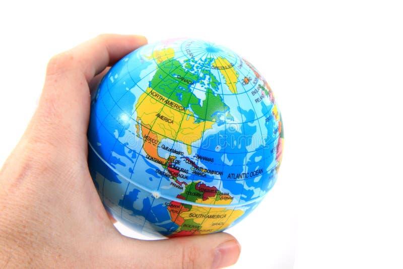Erde in den menschlichen Händen stockbild