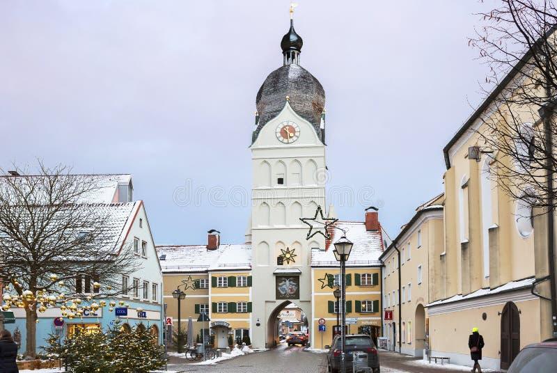Erding, Alemanha, a torre bonita Schöner Turm Inverno imagens de stock