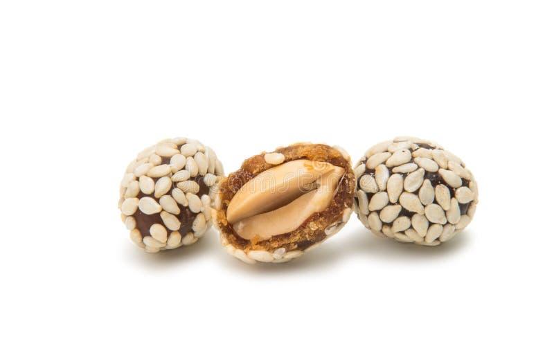 Erdnüsse in den Samen des indischen Sesams stockbilder
