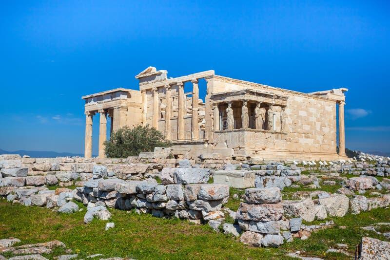 Erechtheion i świątynia Athene przy akropolu wzgórzem w Grecja zdjęcie stock