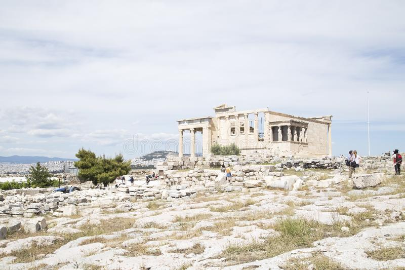 Erechtheion tempel, Aten, Grekland - Maj 2014 royaltyfria bilder