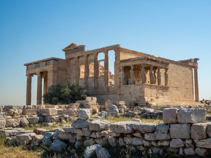 Erechtheion - un tempio del greco antico con un portico e sei cariatidi, costruiti in onore di Atene e di Poseidon, la Grecia fotografia stock libera da diritti