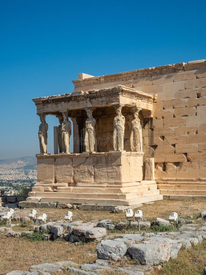 Erechtheion - un tempio del greco antico con un portico e sei cariatidi, costruiti in onore di Atene e di Poseidon, la Grecia fotografia stock