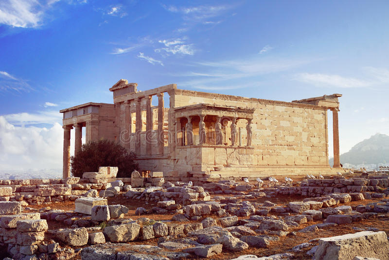 Erechtheions-Tempel auf dem Akropolis-Hügel von Athen lizenzfreie stockfotografie