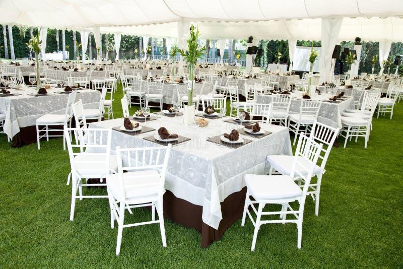 Ereignis oder Hochzeitsempfang im Freien stockbilder