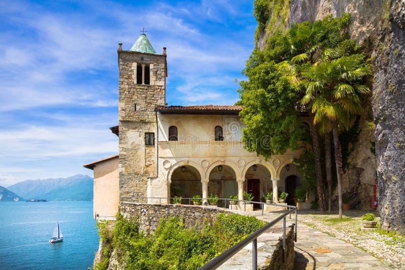 Erem lub Eremo Santa Caterina Del Sasso monaster Maggio obrazy stock