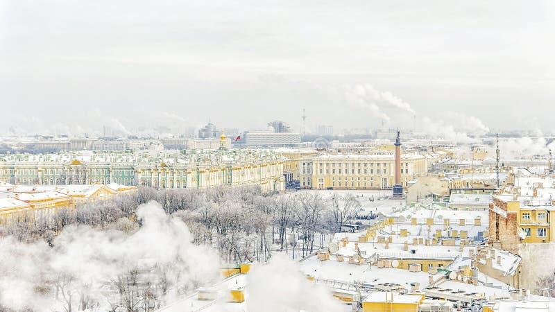 Erem na pałac kwadracie w St Petersburg zimy panorama vi zdjęcia royalty free