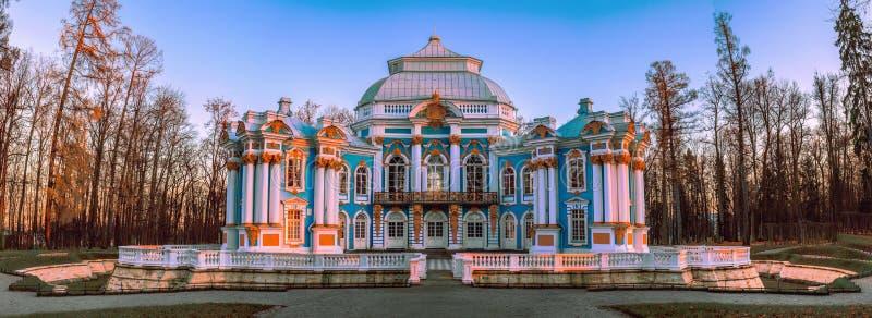 Eremitboningen - en barock paviljong i Catherine Park i Tsarskoe Selo Pushkin, St Petersburg royaltyfri foto