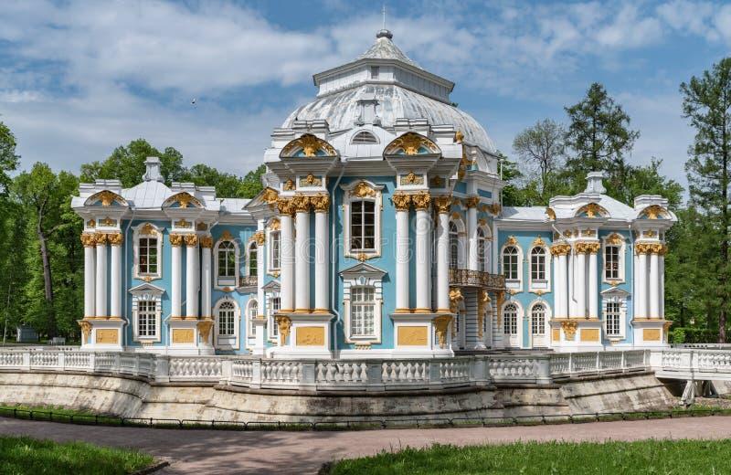 Eremitboningpaviljong Catherine Park — parkerar i Pushkin St Petersburg royaltyfri bild