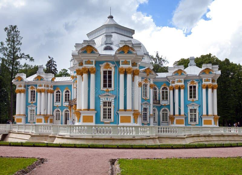 Eremitboningpaviljong 24 för petersburg för park för nobility för km för catherine besök för tsarskoye för st för center familj t royaltyfri fotografi