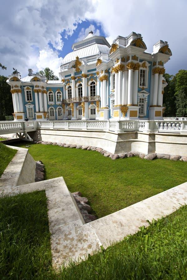 Eremitboningpaviljong 24 för petersburg för park för nobility för km för catherine besök för tsarskoye för st för center familj t royaltyfri foto