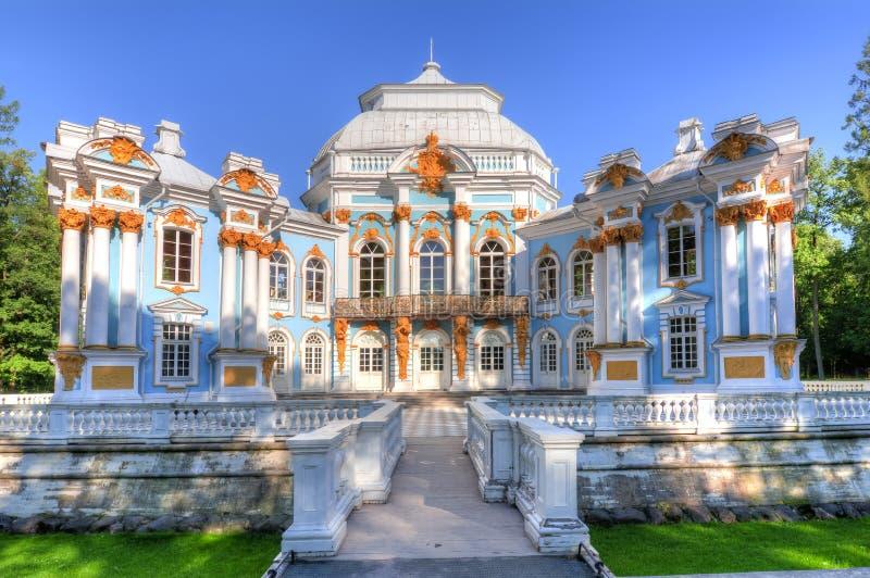 Eremitboningpaviljongen i Catherine parkerar i Tsarskoe Selo Pushkin, St Petersburg, Ryssland fotografering för bildbyråer