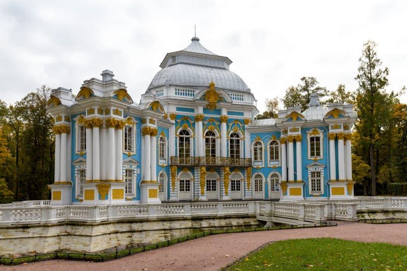 Eremitboningpaviljongen i Catherinen parkerar i Pushkin (tidigare tsar arkivbilder