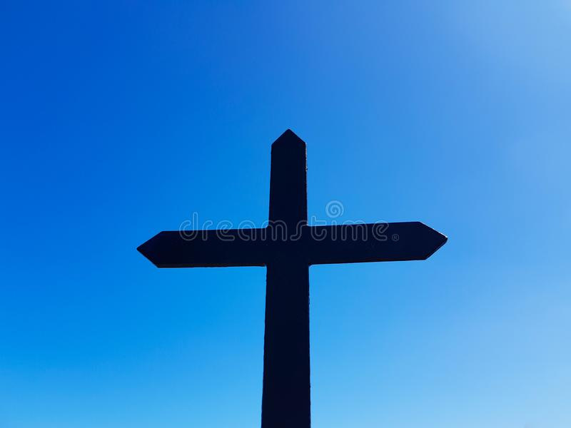 Eremo di San Juan de Gaztelugatxe alla cima dell'isola di Gaztelugatxe E Incrocio visto immagine stock