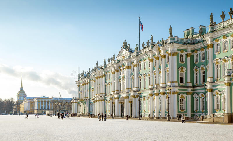 Eremu muzeum - zima pałac budynek na pałac kwadracie obraz stock