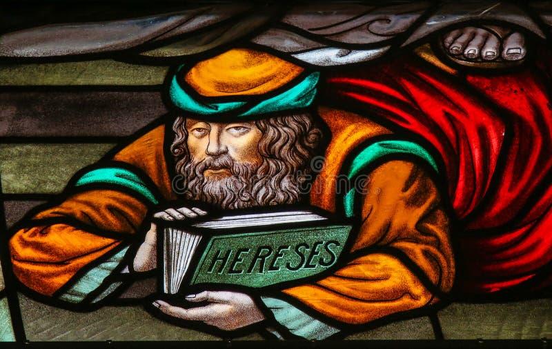 Eretico - vetro macchiato nella cattedrale di Malines immagini stock libere da diritti