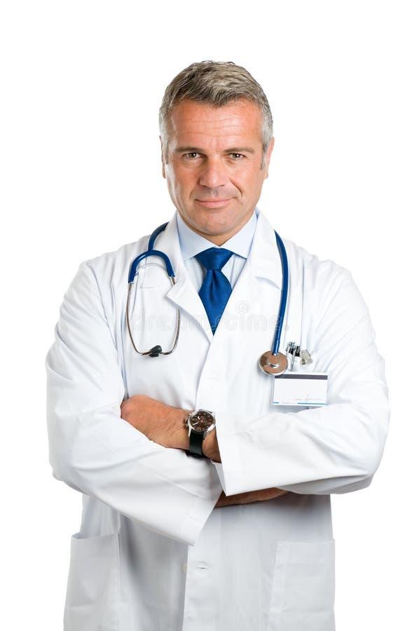 Erfüllter lächelnder fälliger Doktor stockbild