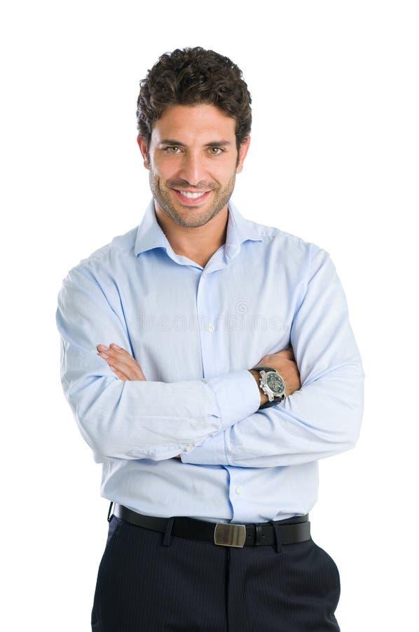 Erfüllter lächelnder junger Mann stockfoto