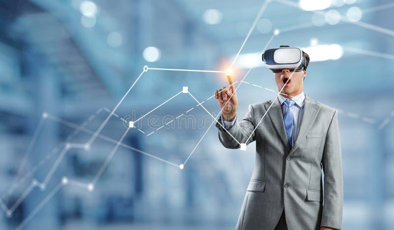Erfahrung der virtuellen Realit?t Technologien der Zukunft lizenzfreies stockfoto
