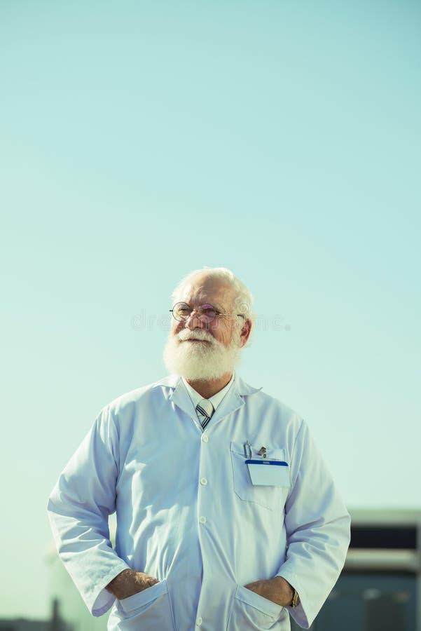erfaren doktor fotografering för bildbyråer
