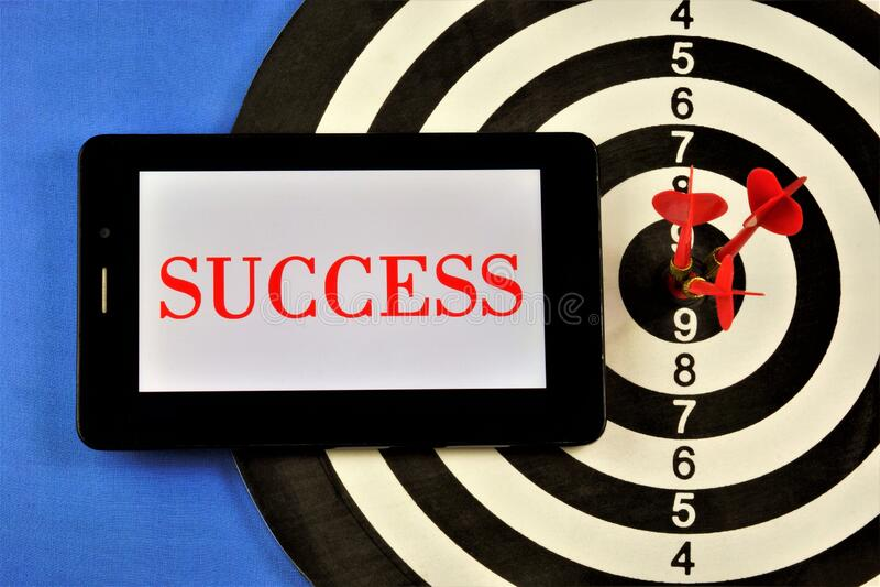 Erfolg - Textnachricht auf einem Tablet-Computer Erfolg der Strategie in den Bereichen Bildung und Wirtschaft, Karrierewachstum,  stockbild