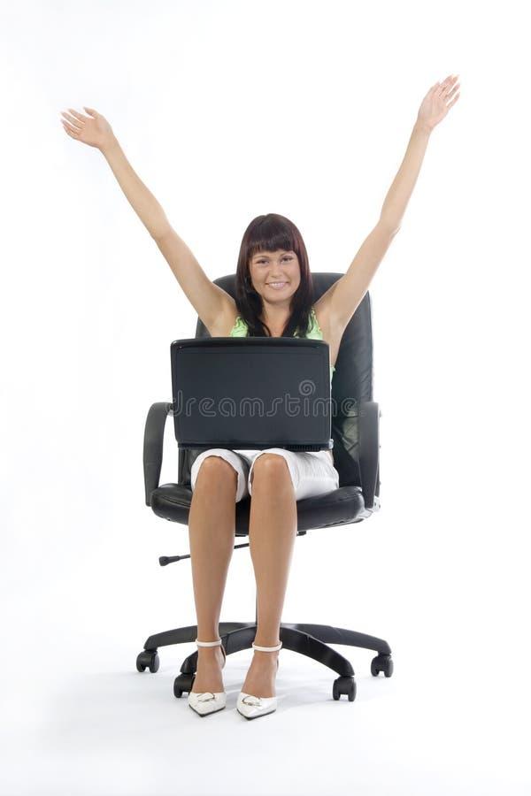 Erfolgreiche Frau mit Laptop. lizenzfreie stockbilder