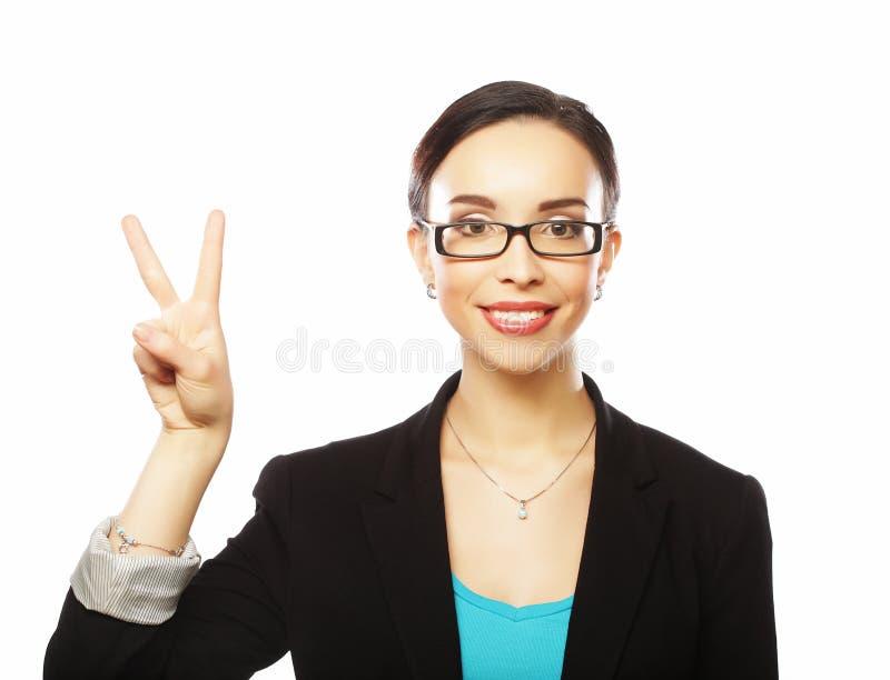 Erfolgreiche Geschäftsfrau mit den Armen oben feiernd lizenzfreie stockfotografie