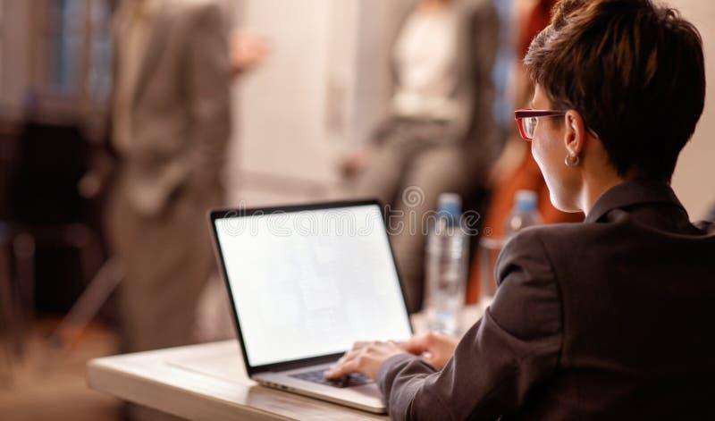 Erfolgreiche Geschäftsfraufunktion stockbilder