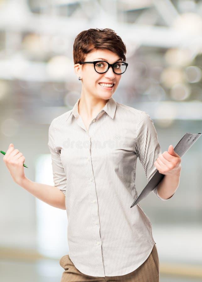 Erfolgreiche glückliche junge freuende Frau stockbild