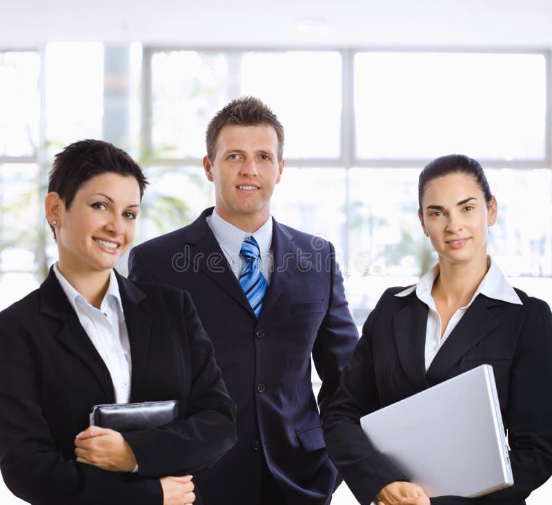 Erfolgreiche junge Geschäftsleute lizenzfreie stockbilder