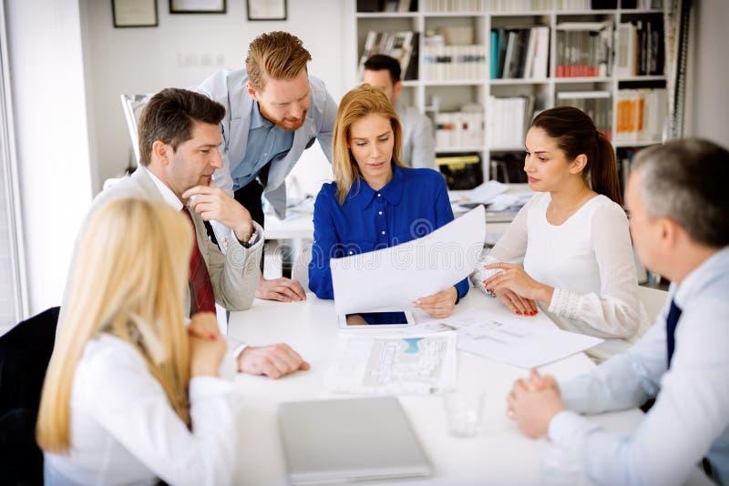 Erfolgreicher Geschäftsfrau CEO der Firma lizenzfreies stockbild