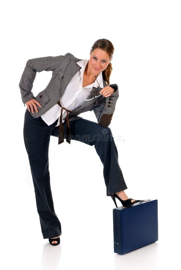 Erfolgreicher Geschäftsfrauaktenkoffer stockfoto