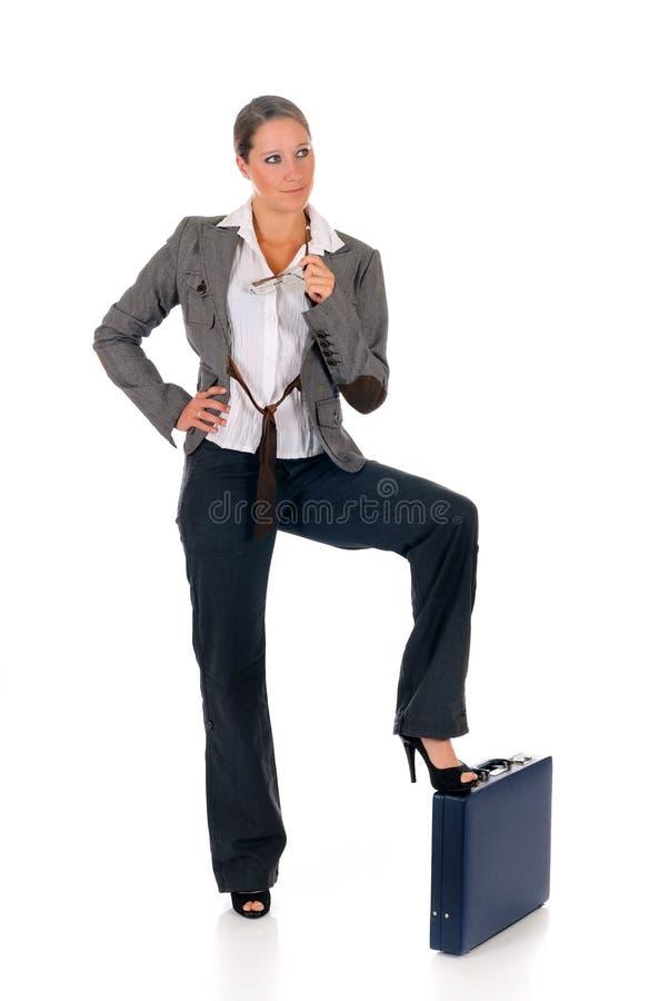 Erfolgreicher Geschäftsfrauaktenkoffer stockfotografie