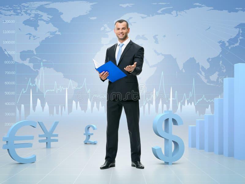 Erfolgreicher Geschäftsmann auf Börsehintergrund stockfoto