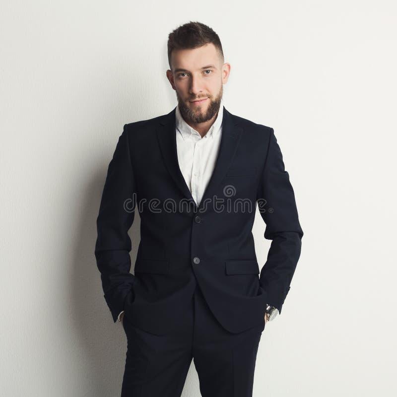 Erfolgreicher junger kaukasischer Geschäftsmann lizenzfreie stockfotos