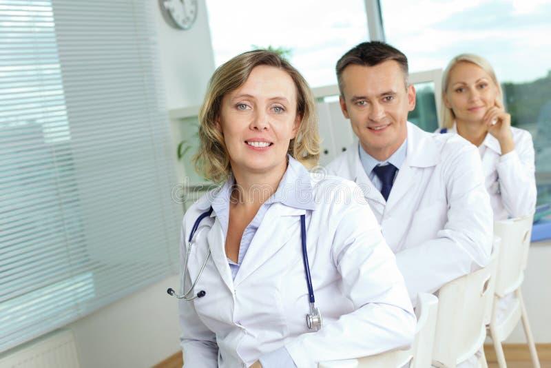 Erfolgreiches Ärzteteam stockfotos