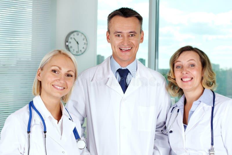 Erfolgreiches Ärzteteam stockfotografie