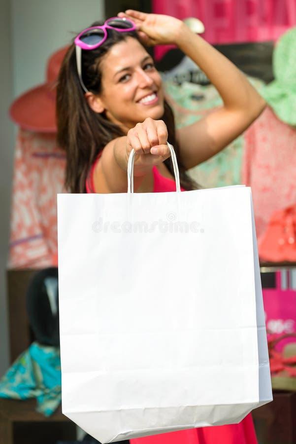 Erfolgreiches Einkaufen und Taschen lizenzfreies stockfoto