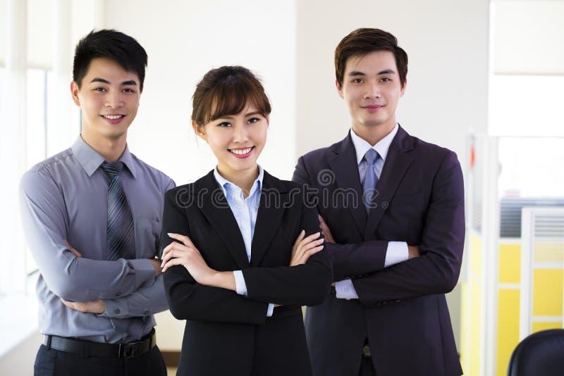 Erfolgreiches junges Geschäftsteam stockfoto