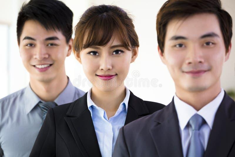 Erfolgreiches junges Geschäftsteam lizenzfreie stockbilder
