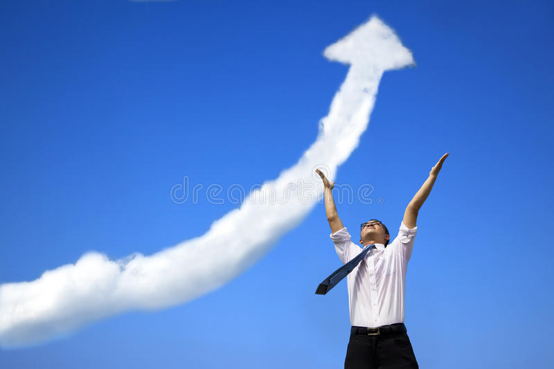 Erfolgsgeschäftsmann mit wachsendem Diagramm lizenzfreie stockfotografie