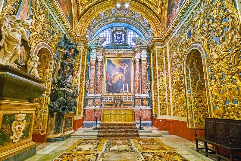 Erforschen Sie die Kapellen von Johannes Mit-Kathedrale, Valletta, Malta stockbilder