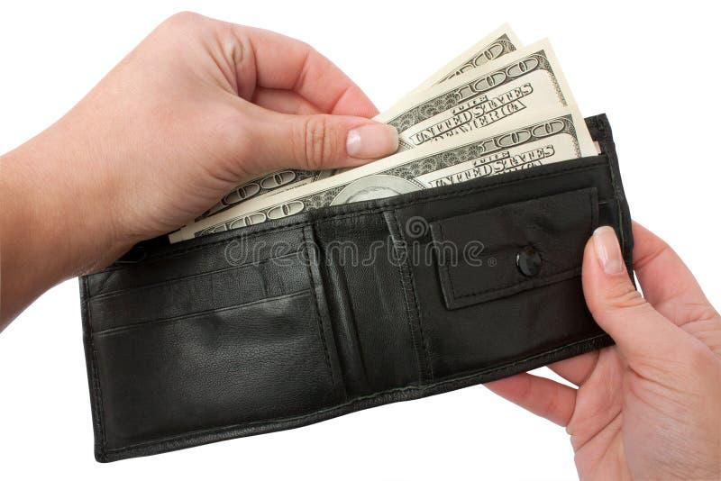 Erhält Geld von ihrem Geldbeutel lizenzfreies stockfoto