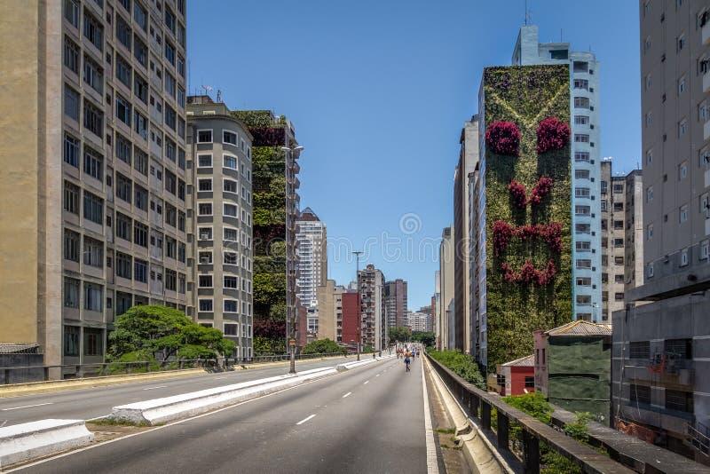 Erhöhte Landstraße bekannt als Minhocao, Elevado Presidente Joao Goulart - Sao Paulo, Brasilien lizenzfreie stockfotos