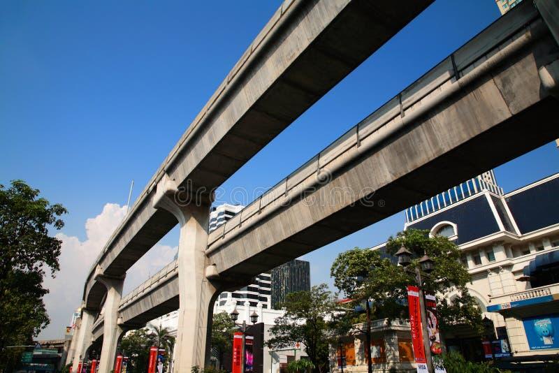 Erhöhte Schienen BTS Skytrain bei Ratchaprasong lizenzfreie stockbilder