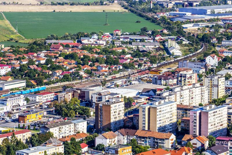 Erhöhte Stadtansicht in Deva, Rumänien stockfoto