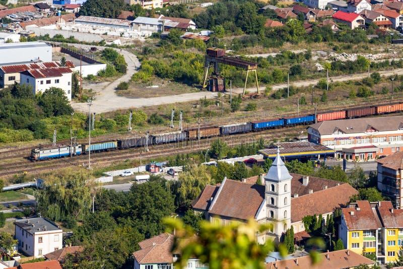 Erhöhte Stadtansicht in Deva, Rumänien lizenzfreie stockfotos