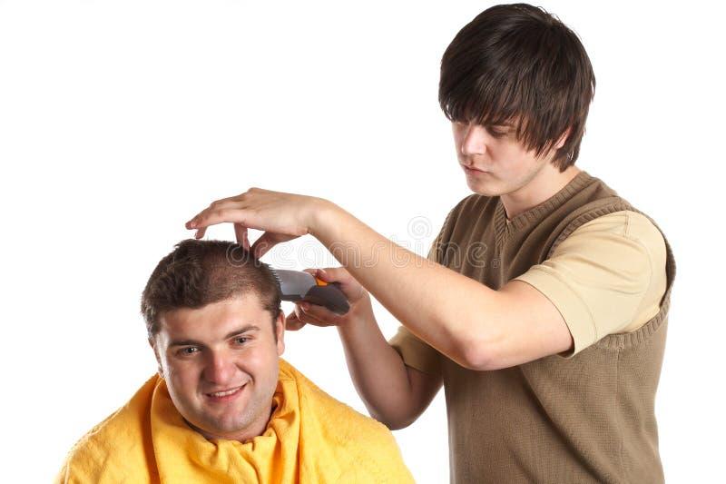 Erhalten eines Haarschnitts lizenzfreie stockfotografie