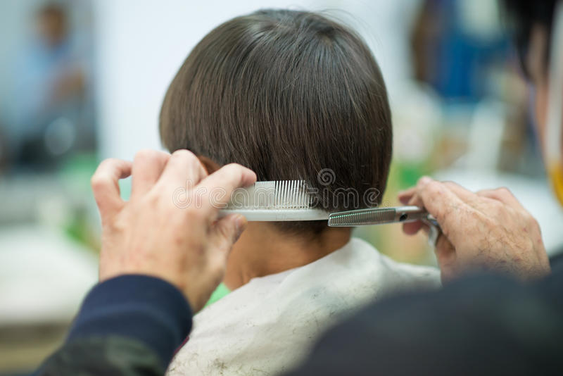 Erhalten eines trimat Friseurs lizenzfreie stockfotos